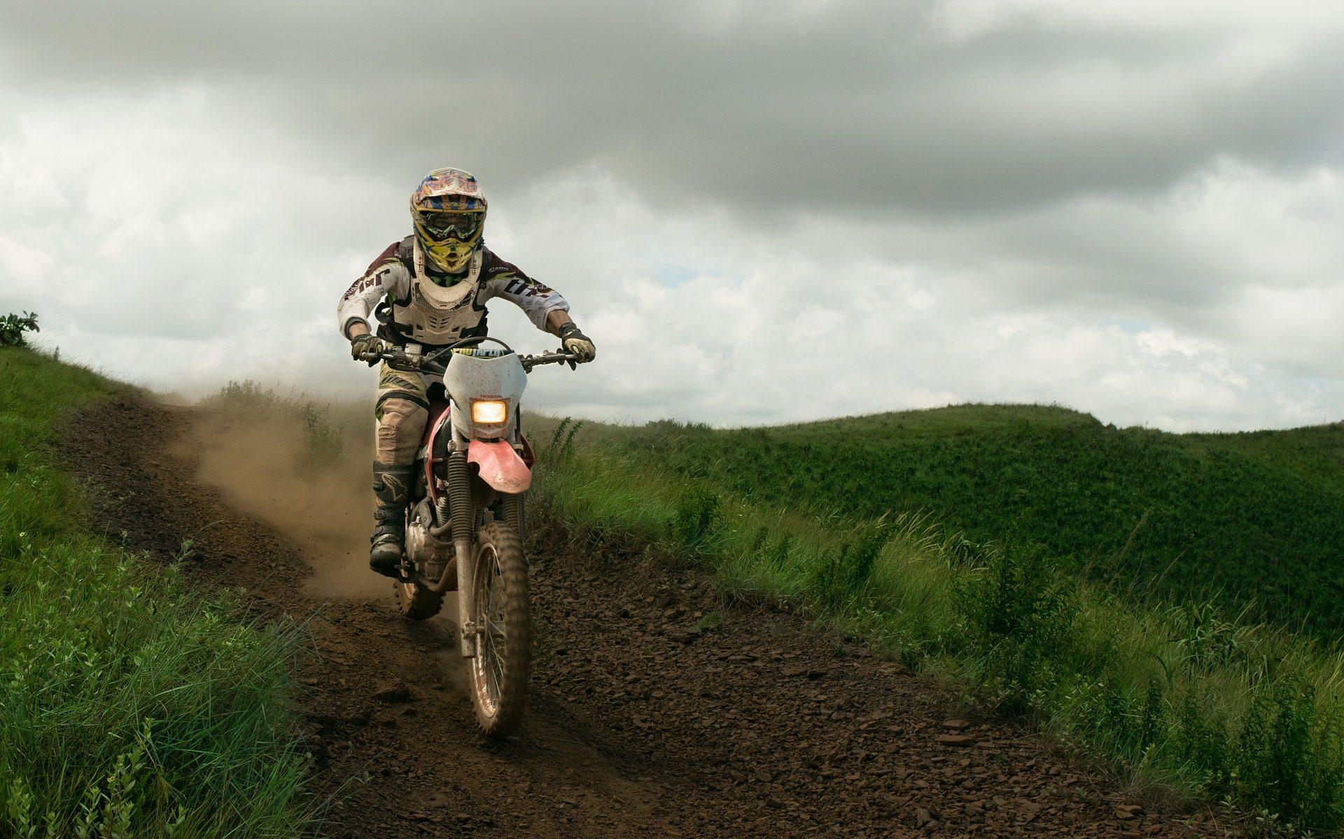 moto, Motocross, domaine, Route, nuages - Fonds d'écran HD - Professor-falken.com