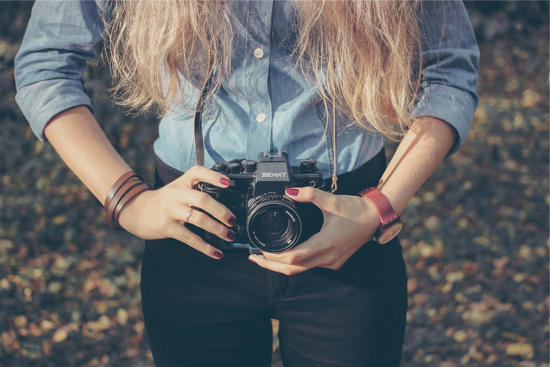 相机, 女人, 头发, 手, 手表 - 高清壁纸 - 教授-falken.com