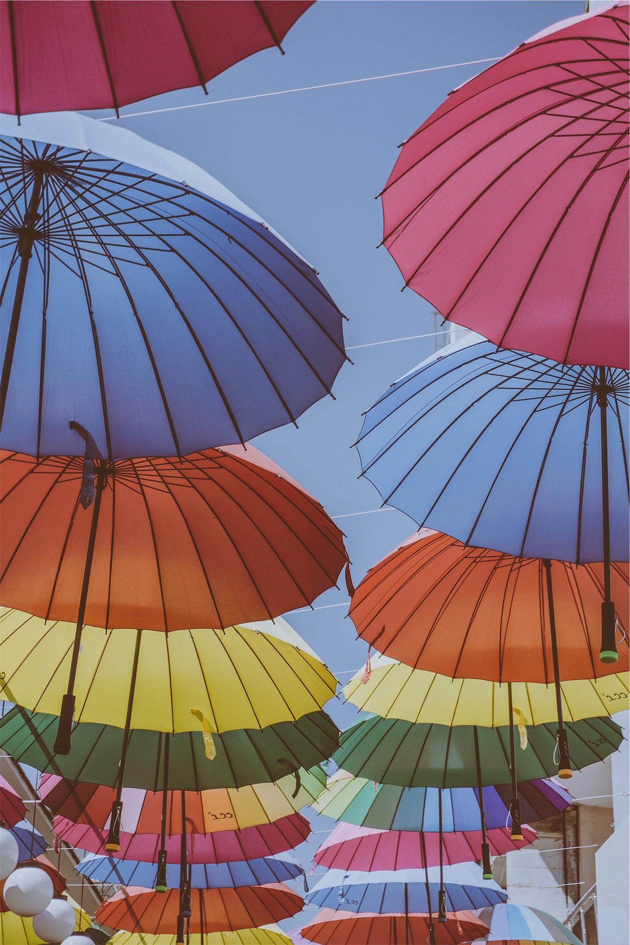 Regenschirm, bunte, fliegen, Aufgehängt, Ornamente - Wallpaper HD - Prof.-falken.com