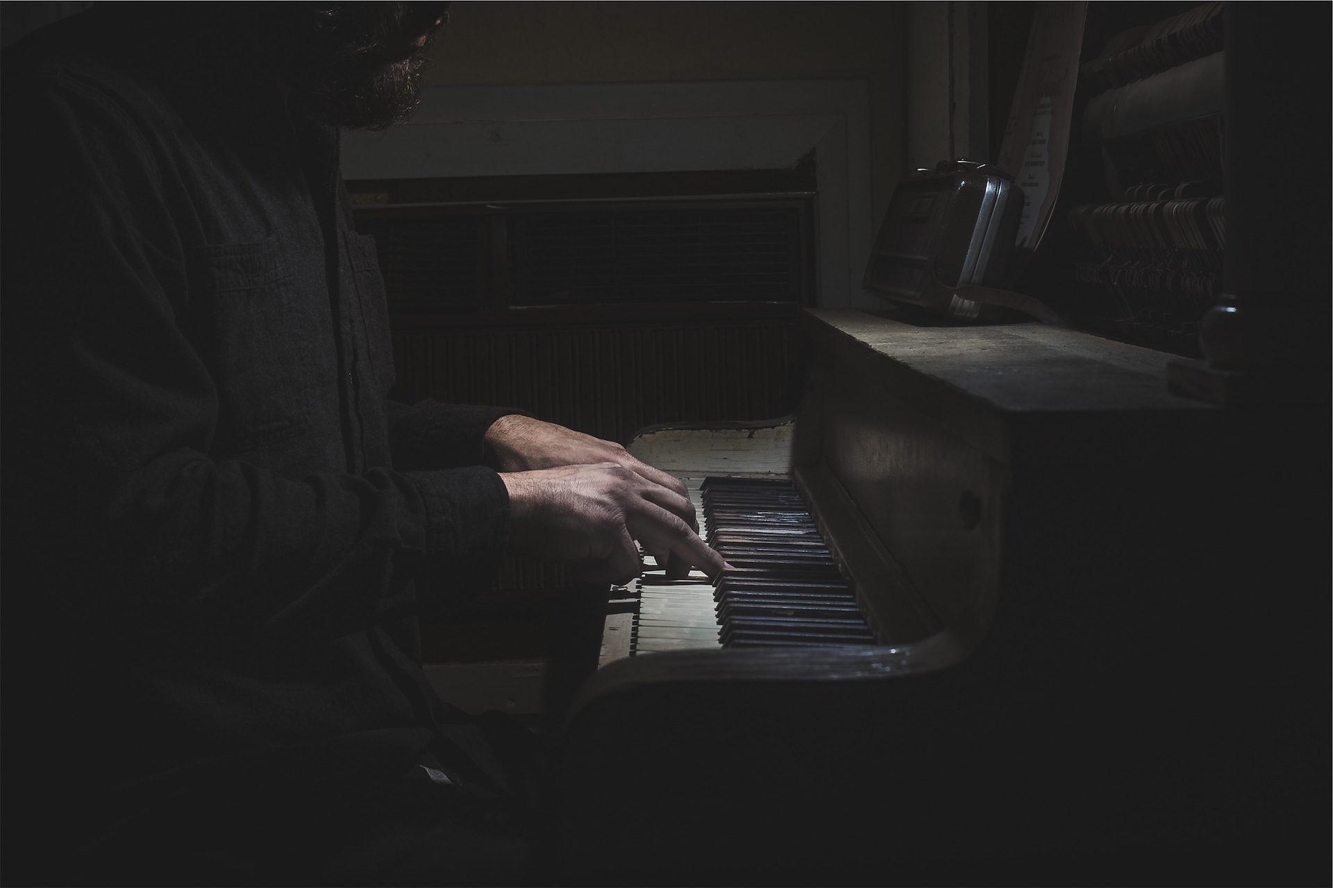 पियानो, पुराने, आदमी, músico, कुंजियाँ - HD वॉलपेपर - प्रोफेसर-falken.com
