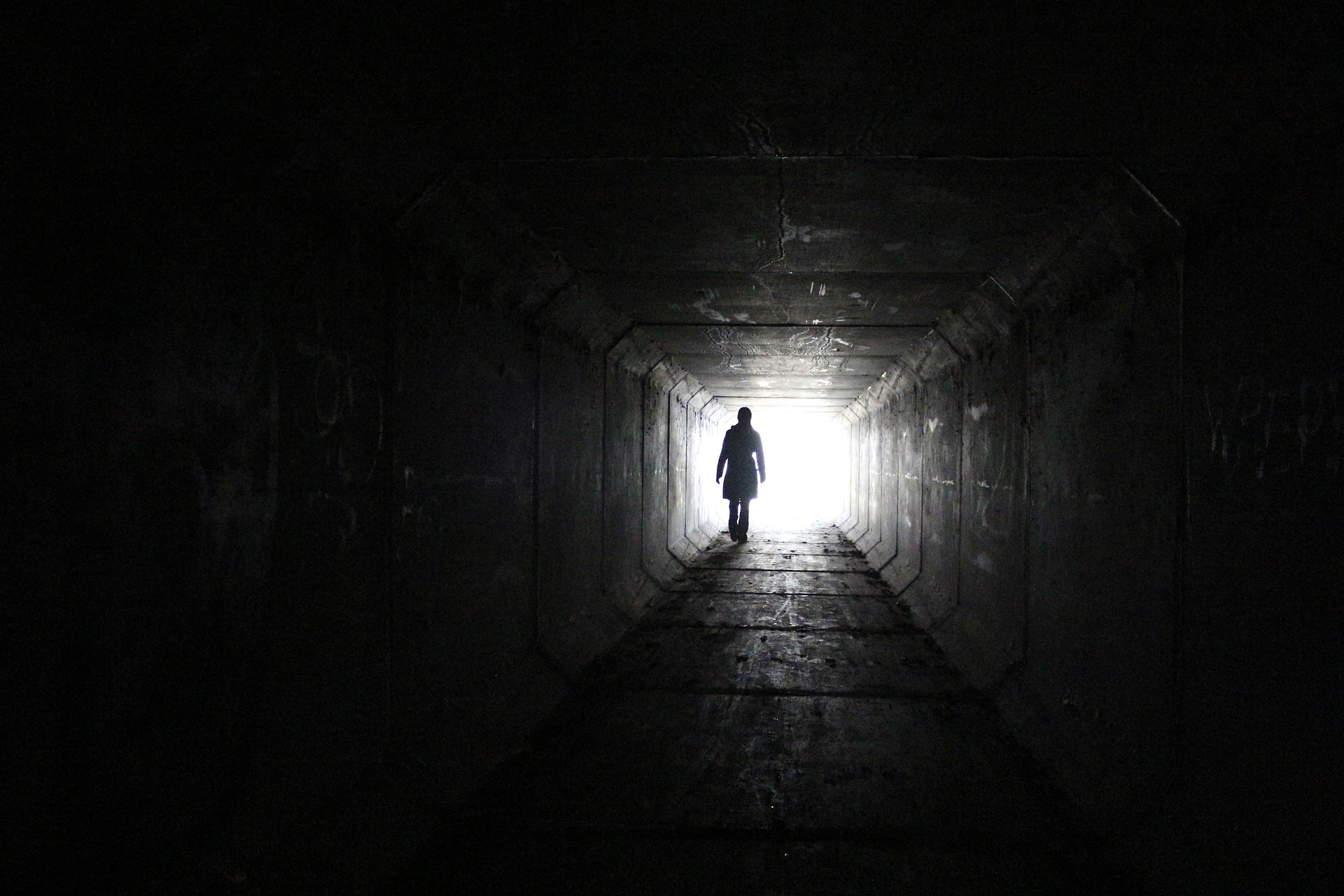 Tunnel, Halle, Person, Dunkelheit, Schatten, Licht, Eingabe - Wallpaper HD - Prof.-falken.com